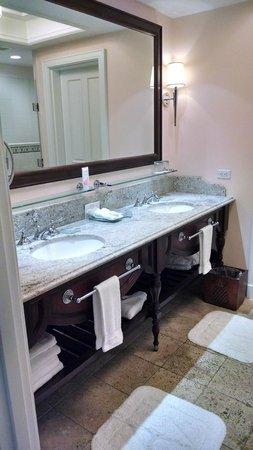 Sandals Emerald Bay Golf, Tennis and Spa Resort : Spacious, clean bathroom