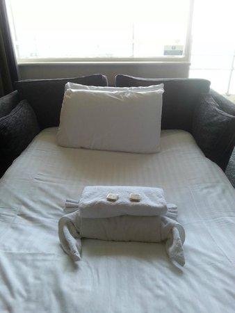 Sandbanks Hotel: Crab made of towels