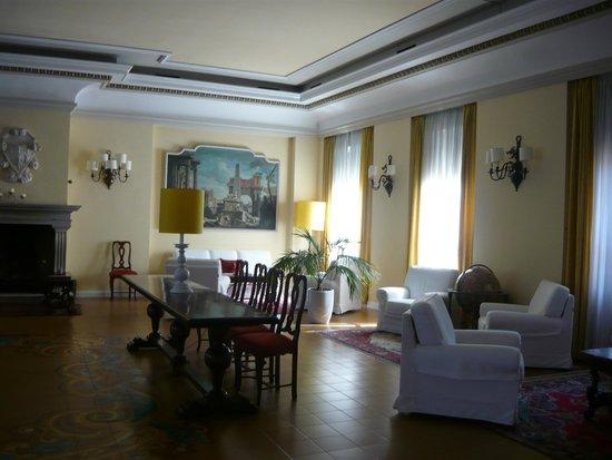 Grand Hotel Palace - Ancona: Elegant lounge
