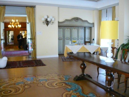 Grand Hotel Palace - Ancona: View to lobby