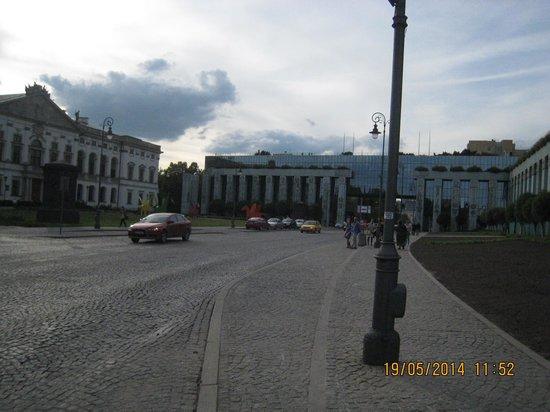 Ibis Warszawa Stare Miasto - Old Town: Vista de uma avenida de Varsovia