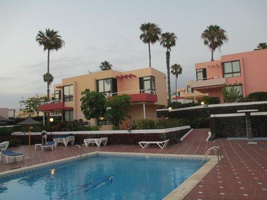 Paraiso del Sol Apartments: Территория отеля.