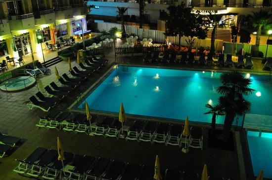 Hotel GHT Oasis Tossa & SPA: Vue sur la piscine