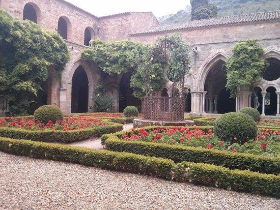Abbaye de Fontfroide : le cloitre
