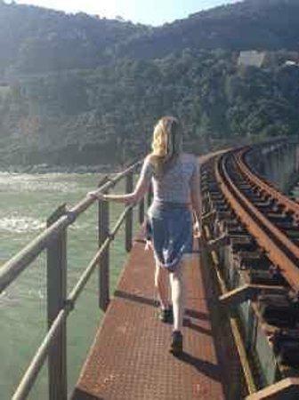 Victoria Bay : Railway bridge over Kaaiman's River