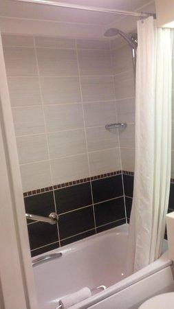 Hallmark Hotel Derby Midland: Bathroom 2