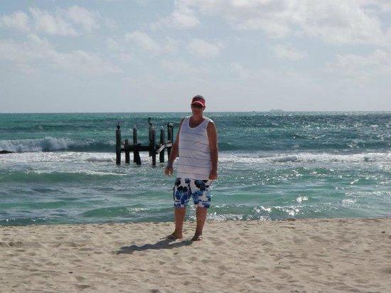 IBEROSTAR Paraiso Del Mar: Beautiful beach, surf was a bit rough