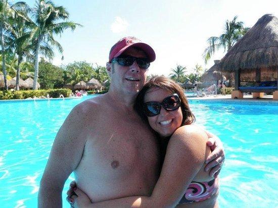IBEROSTAR Paraiso Del Mar: At the swim-up bar