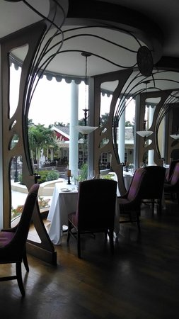 Sandals Royal Bahamian Spa Resort & Offshore Island: View inside Baccarat (French restaurant)