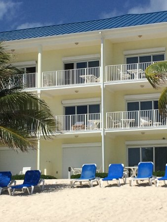 Wyndham Reef Resort: Hotel from beach