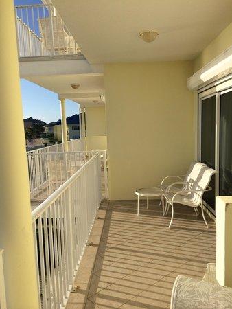Wyndham Reef Resort : Shared balcony 2 (from second floor)