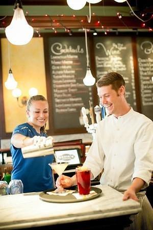 Ozzie's Good Eats: Ozzie's Bar