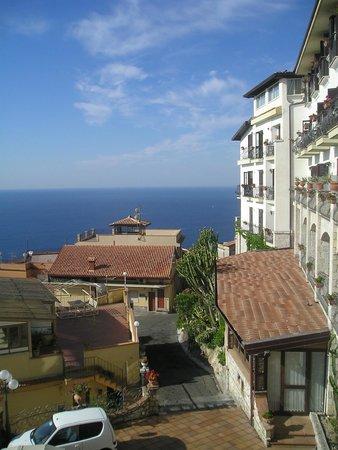 Parc Hotel Ariston & Palazzo Santa Caterina: Blick vom Balkon runter zum Meer