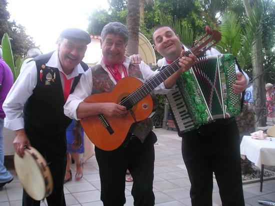 Parc Hotel Ariston & Palazzo Santa Caterina: Sizilianischer Folkloreabend im Hotelgarten