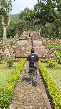 Sukuh Temple: Walking to temple