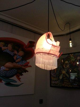 El miniBAR: lampara elaborada con... bueno, mejor verlo. ;-)