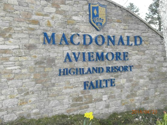 Macdonald Aviemore Hotel at Macdonald Aviemore Resort : вход в отель
