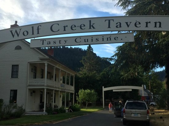 Wolf Creek, OR: The entry to the Inn
