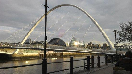 Gateshead Millenium Bridge: Great piece of architecture