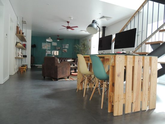 Moon Hill Hostel: Point internet