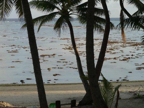 Amuri Sands, Aitutaki: Dismal at low tide