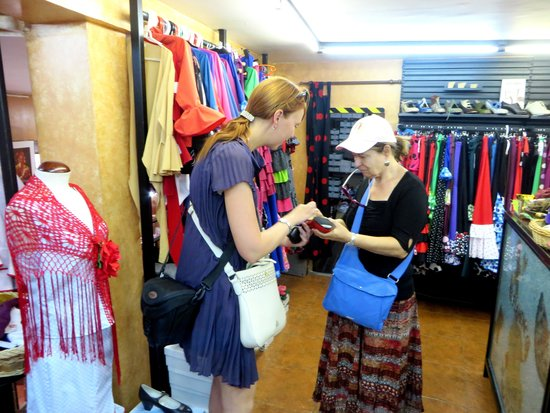Ogo Tours : At the Shop