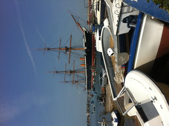 Portsmouth Historic Dockyard: Amazing ship