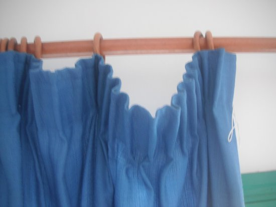 Blue Sea Los Fiscos : curtains just falling off