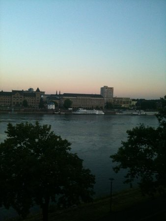 Diehls Hotel : Blick aus dem Fenster :Sonnenuntergang