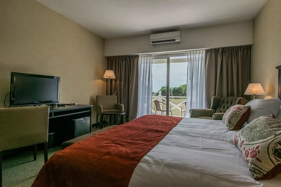 Howard Johnson Hotel and Convention Center Madariaga Carilo