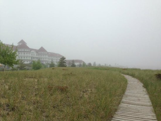 Blue Harbor Resort : A foggy walk on the boardwalk