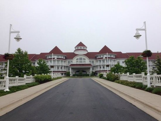 Blue Harbor Resort: Pulling up to the main entrance