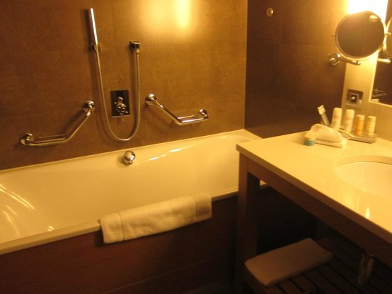 Radisson Blu Royal Hotel, Dublin: Bathroom