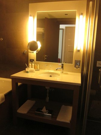 Radisson Blu Royal Hotel, Dublin : Bathroom