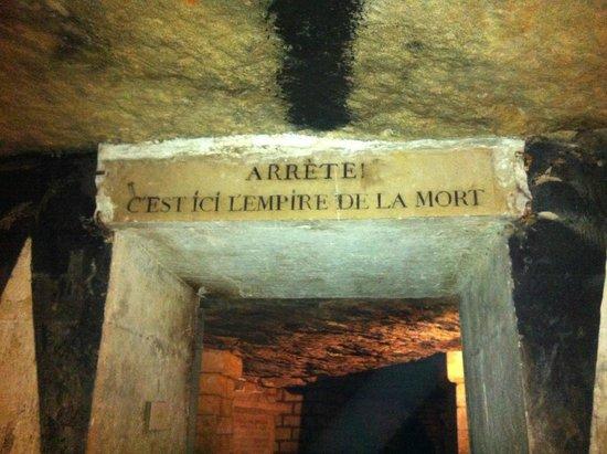The Catacombs of Paris: Entrada al imperio de la muerte