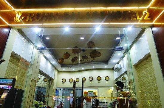 Hanoi Royal Palace Hotel 2: hotel entrance