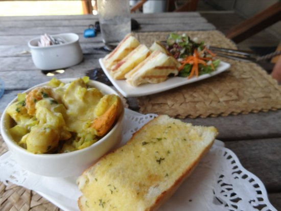 The Boat Shed Bar & Grill: Scallop pie and grilled cheese