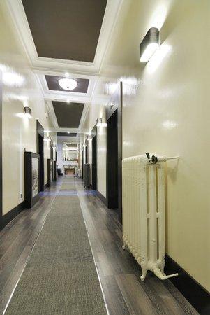 Hotel Alhambra Suites: Pasillo de entrada