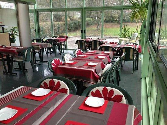 Hotel Le Jura : salle de petit déjeuner