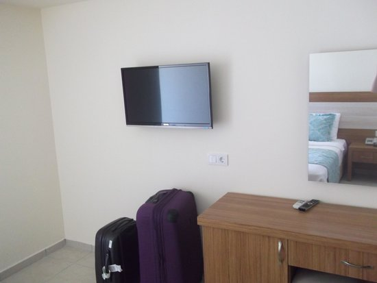 Montebello Delux Hotel: Plasma tv and dressing table with backlit mirror