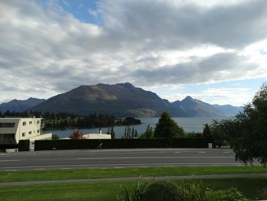 Copthorne Hotel & Apartments Queenstown Lakeview: View of Lake Wakatiu from hotel room balcony