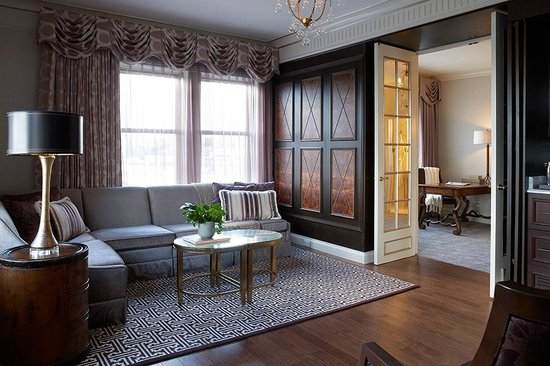 Lenox Hotel : Penthouse Suite 1000 - Living Area