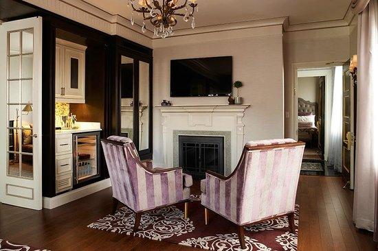 Lenox Hotel: Penthouse Suite 1100 - Fireplace Area