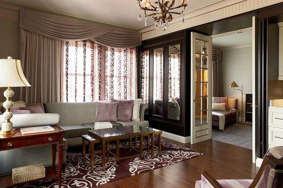 Lenox Hotel: Penthouse Suite 1100   Living Area