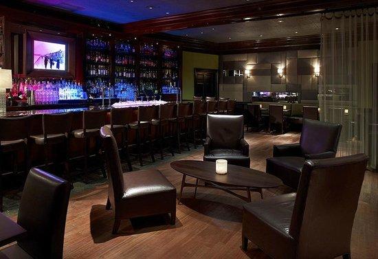 Lenox Hotel: City Bar