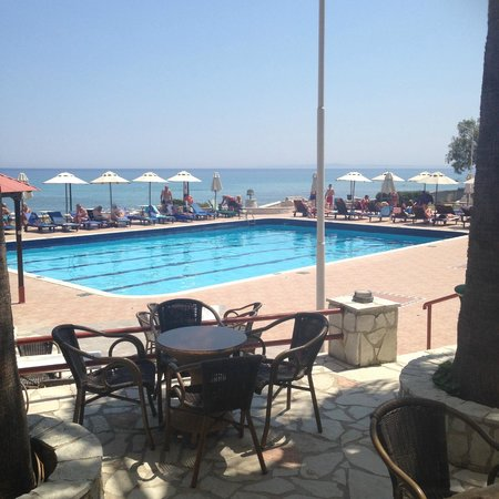 Caravel Hotel Zante: The swimming pool and surroundings