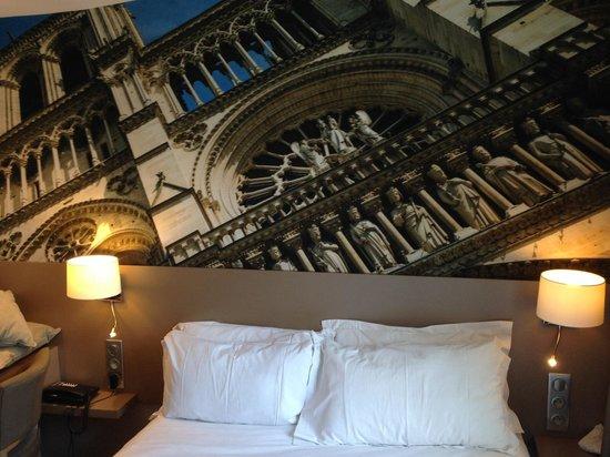 """Midnight Hotel Paris: Nuestra habitación """"romantica"""""""