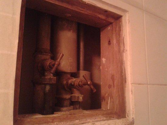 Pavillon Opera Lafayette: superbe vue sur la robinetterie quand vous prenez votre douche