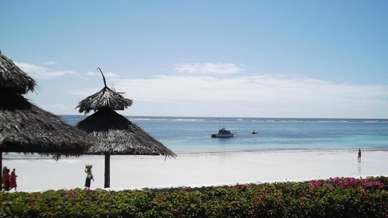 Southern Palms Beach Resort: Beautiful white sandy beach