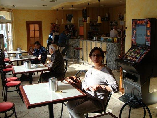 Hotel Reyes de Leon: Bar and breakfast